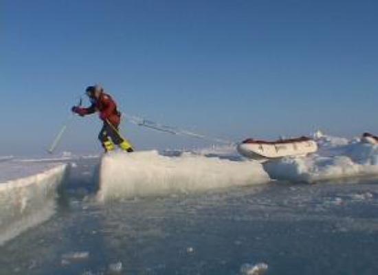 高保湿霜陪伴探险者穿越北极的海洋冰层