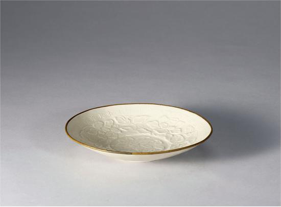宋-定窑印花牡丹纹盘