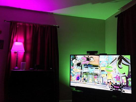 如果氛围灯的色彩饱和度和对比度太强,房间里会有种诡异的感觉