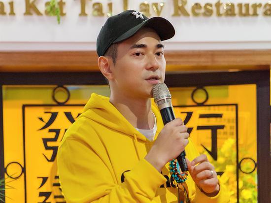 """李晨nic现身好友复古餐厅 分享潮流餐饮新""""食""""尚"""