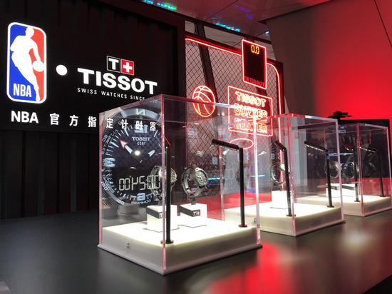 NBA中国赛现场的天梭展台陈列