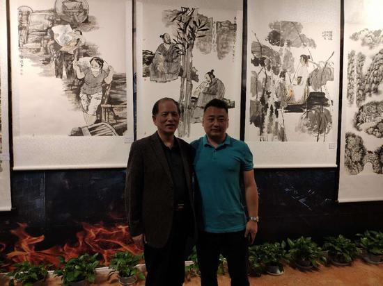 著名画家魏杰和安义县文联主席杨剑合影