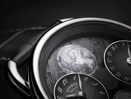 月读腕表的12点钟方向代表南半球月相,6点钟才是北半球月相,颠覆了北上南下的概念
