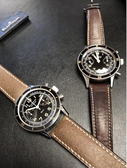 右边为复刻腕表,左边则是从马克·海耶克手腕上摘下的原型Air Command