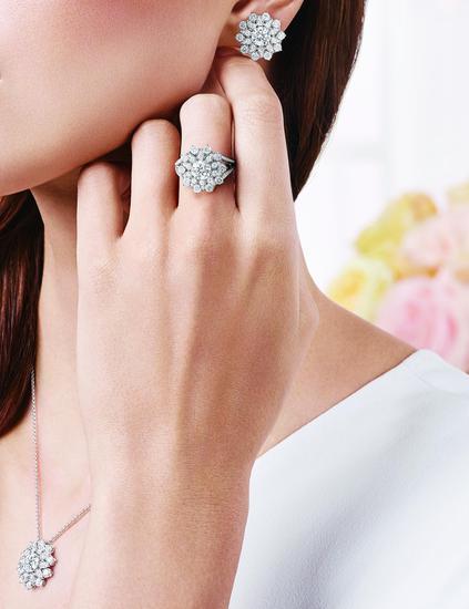 海瑞温斯顿芙蓉锦簇Lotus Cluster钻石耳环,钻石链坠与钻石戒指