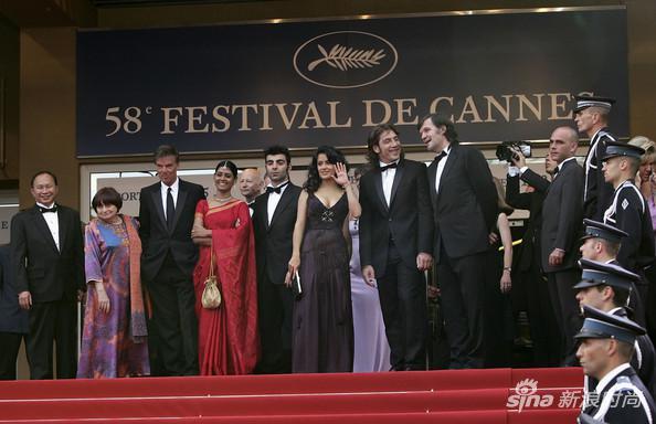 2005年,第58屆戛納電影節評審團在開幕式上合影