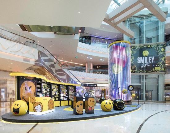 """澳门首个Smiley期间限定店设于""""时尚汇""""购物中心的明珠大堂 SmileyWorld的主题活动及装置"""