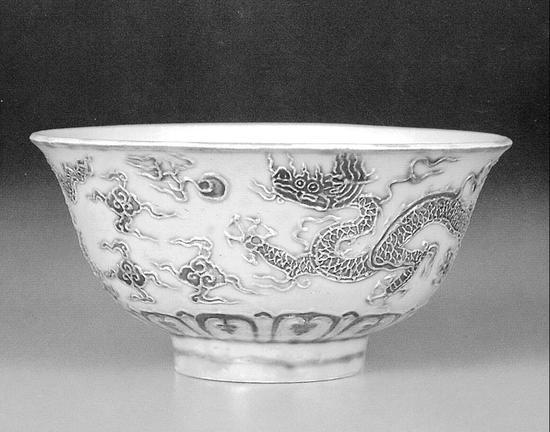 台北故宫博物院藏宣德黄地绿龙纹茶盅,口径10.4厘米