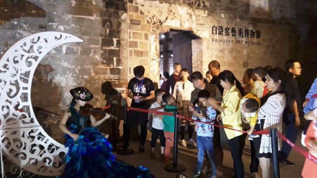 成立于2014年4月的白浒窑《BAIHUYAO》,是抚州市临川区的非物质文化遗产保护项目,由张志刚(Zhang Zhigang)和万率(Wan Shuai)共同创办。