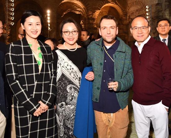 从右至左:复星集团董事长郭广昌,Lanvin创意总监Bruno Sialelli,复星集团全球合伙人、复星时尚集团董事长、Lanvin董事会主席程云,复星基金会、复星艺术中心主席王津元。