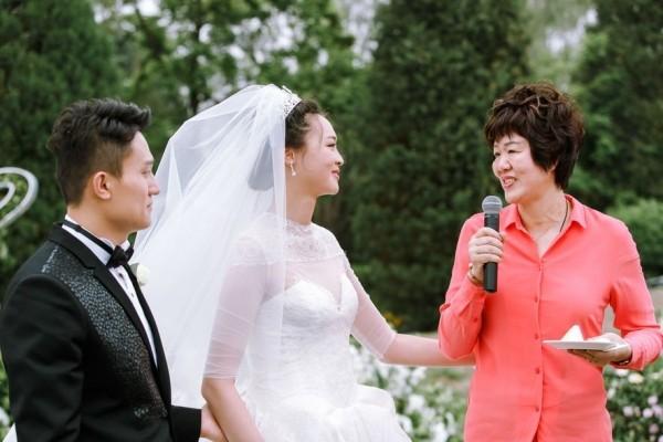 郎平看着惠若琪出嫁哭了