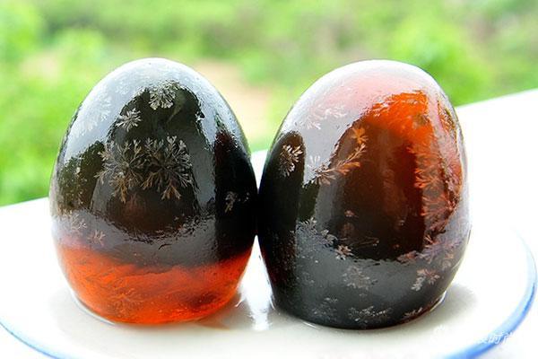 华人海外卖松花蛋被查!全球最火的奇怪食物你