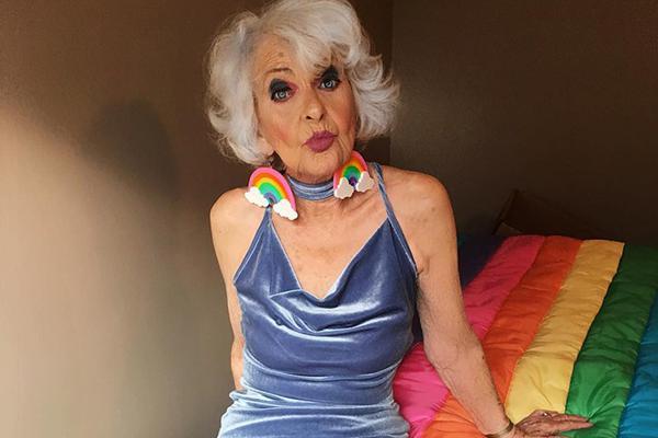 愿大家92岁时 也能像这位老奶奶一样时髦