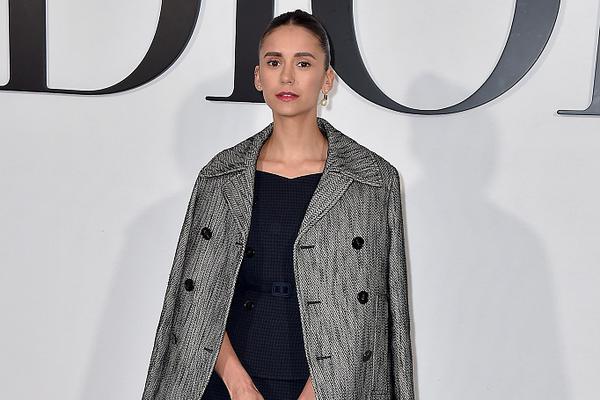 妮娜-杜波夫助阵巴黎时装周 造型复古优雅