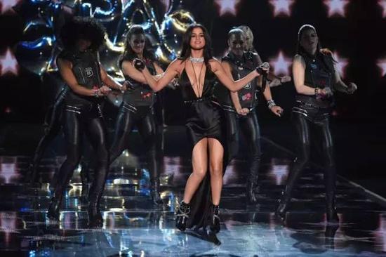 Selina Gomez 和她的劲舞团
