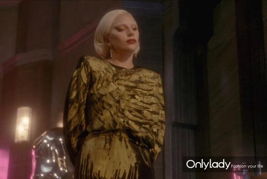 Lady gaga的金色亮片裙美恐造型
