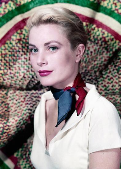Grace Kelly对于印花丝巾有着独到的见解