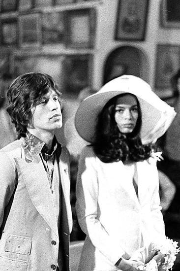 Bianca在与滚石乐队主唱Mick Jagger的婚礼上