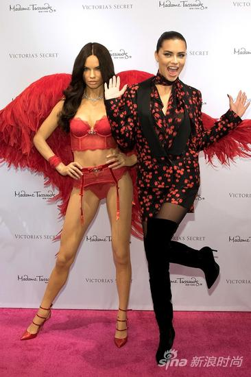 维秘天使Adriana Lima有了自己的蜡像
