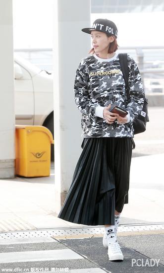 韩国女星蔡正安街拍照