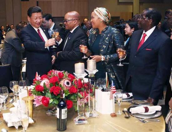 南非总统祖马请习大大及各国领导人吃了什么呢?(祖马摄影师 Almond Jiyane摄)