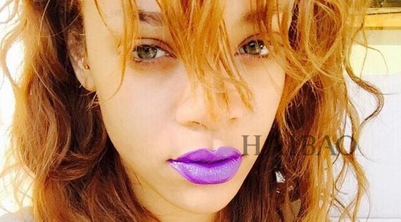 蕾哈娜 (Rihanna)的紫色唇膏