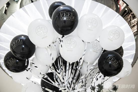 """感受圣诞风情——北京skp 2015圣诞""""黑白""""定制款气球"""