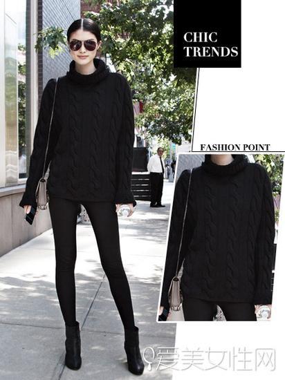 黑色毛衣+黑色打底裤+黑色短靴