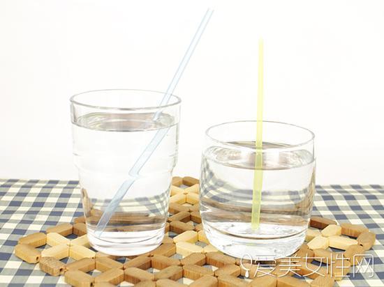 多喝水促进循环让胸部up