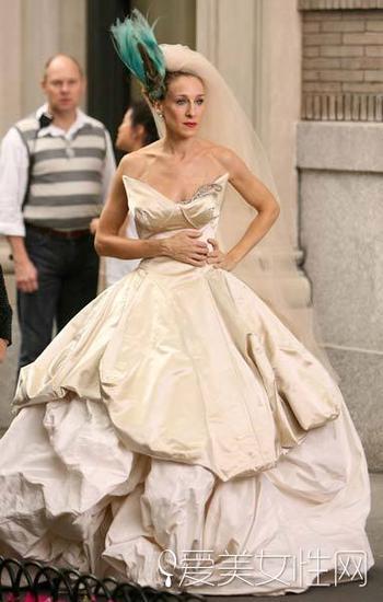 这款婚纱由西太后设计