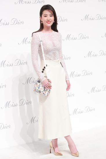 刘亦菲身着Dior 2015春夏系列连衣裙亮相《迪奥小姐》展览北京揭幕酒会