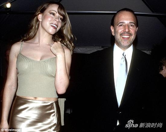 Mariah Carey和第一任丈夫Tommy Mottola,注意牛姐手上闪闪发光的大钻戒。