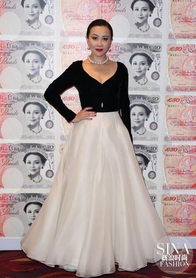 2014年刘嘉玲生日宴上,她再次穿上这条黑白Dior高级订制礼服