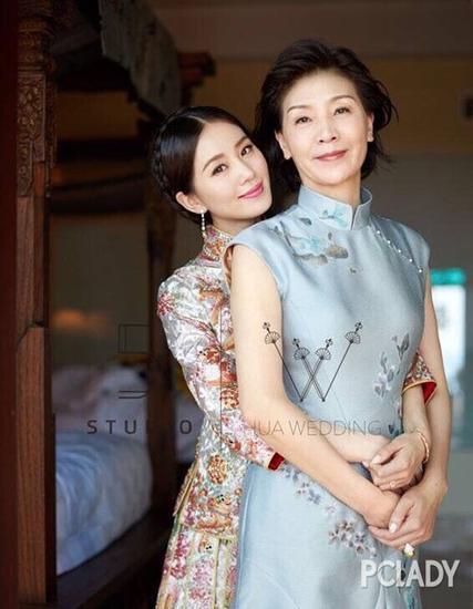 看了刘诗诗妈妈的照片才知道,诗诗这人淡如菊的气质是从哪里来的了