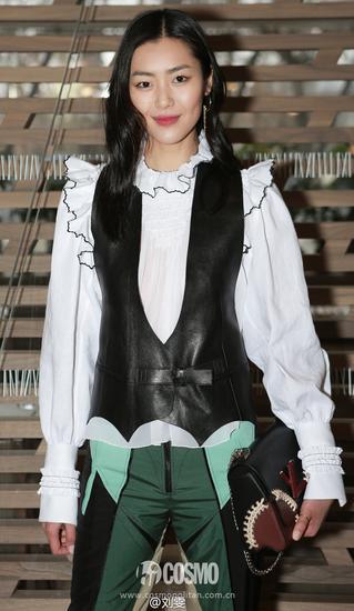 白衬衫外加皮衣夹克+拼接款裤装