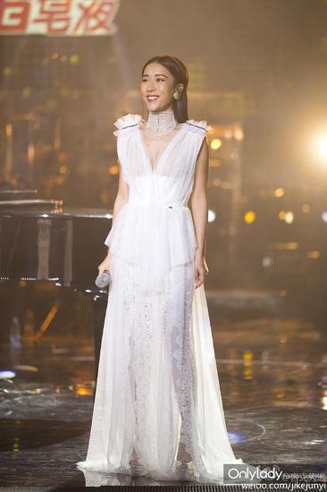 白色礼服裙