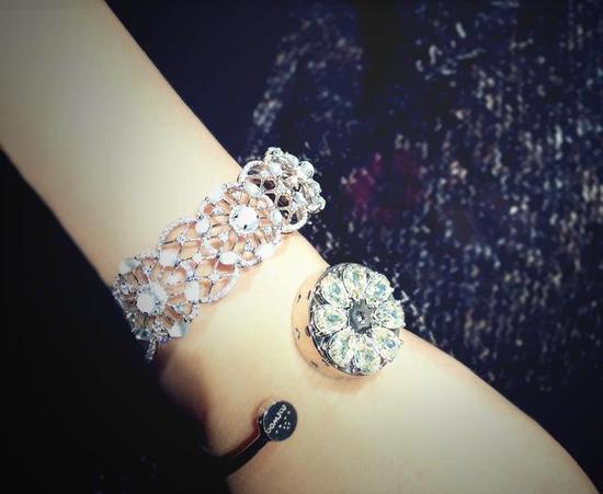 "totwoo smart jewelry ""Bloom bloom"" Swarovski Bracelet"