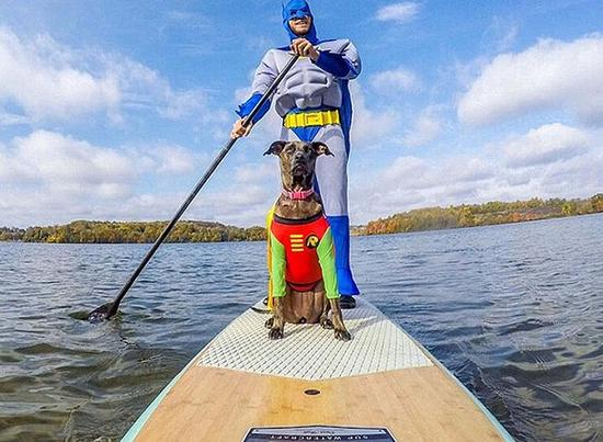 Kahlua跟主人一起划船
