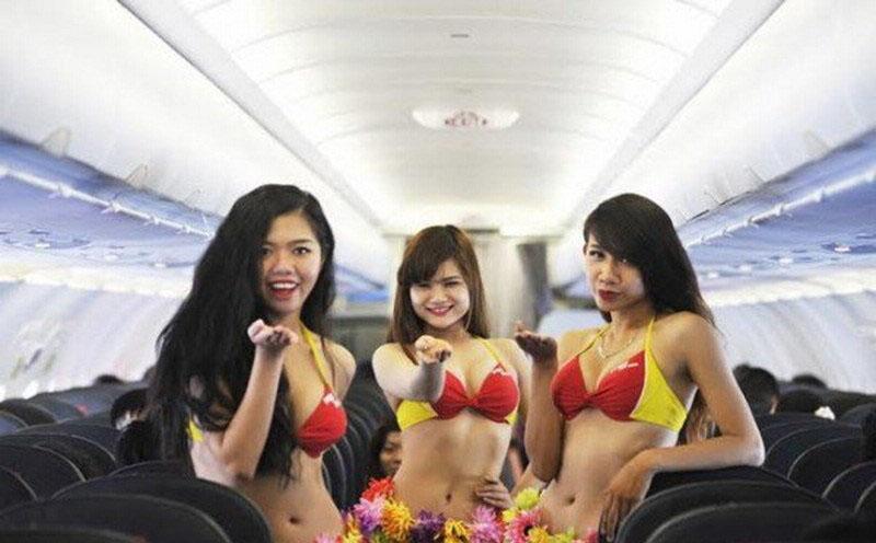 越南空姐机舱内穿比基尼