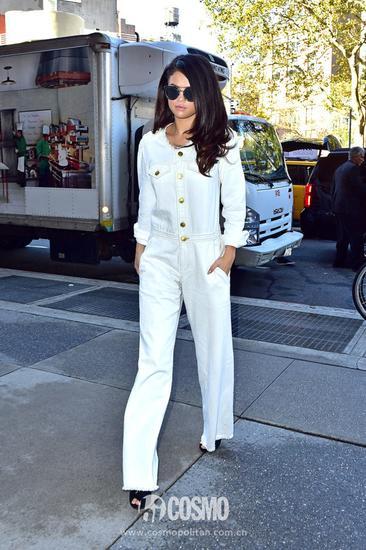 白色连体裤