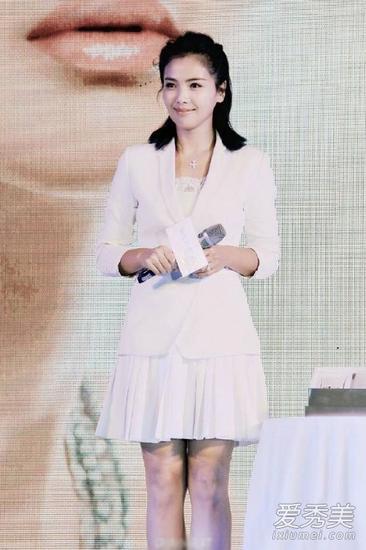 刘涛穿白色裙装亮相