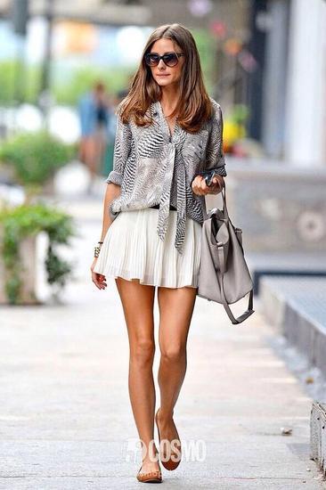 花纹衬衫+白色百褶裙