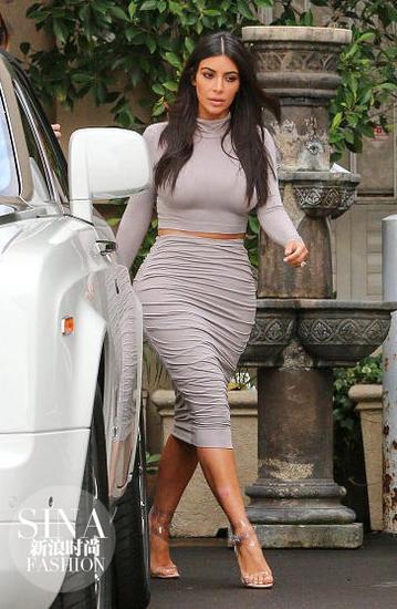 大家应该都不希望穿成卡戴珊穿包臀裙的样子吧