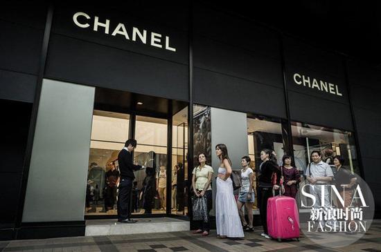 香奈儿协调全球定价 经典款手袋中国市场将大幅降价