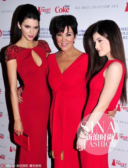 Kendall Jenner, Kris Jenner与母亲,红色小礼服宛如姐妹
