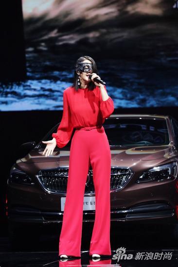 【淘宝贝】谭维维不同场合秀穿搭 将时尚和个性进行到底
