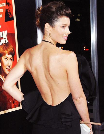 像杰西卡?贝尔一样的背部