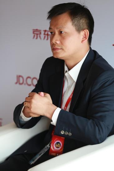 京东集团副总裁、京东商城生鲜事业部总裁王笑松接受媒体专访