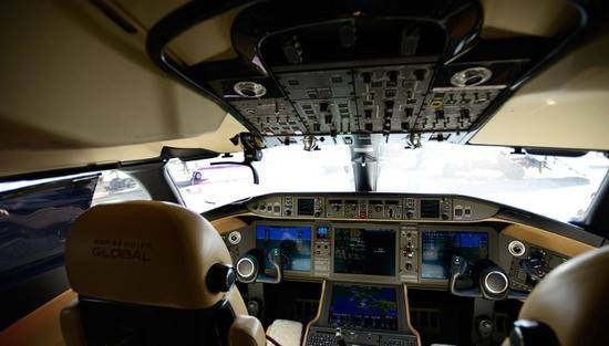 飞机驾驶舱