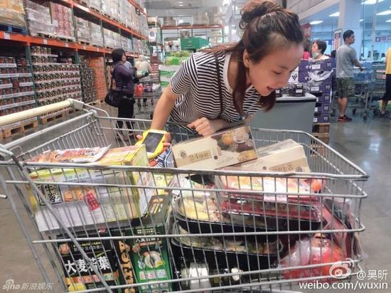 你每次逛超市还作死买这么多零食吗?
